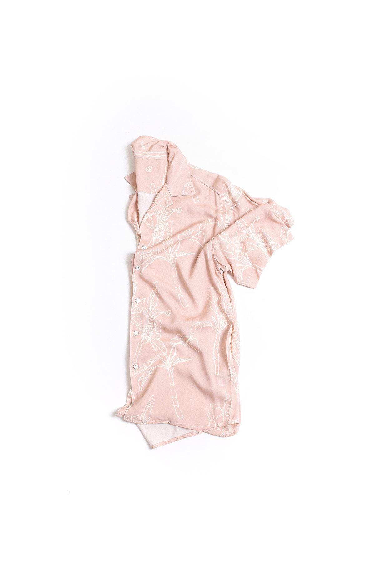 Pembe Yaprak Desenli Transfer Baskılı Gömlek