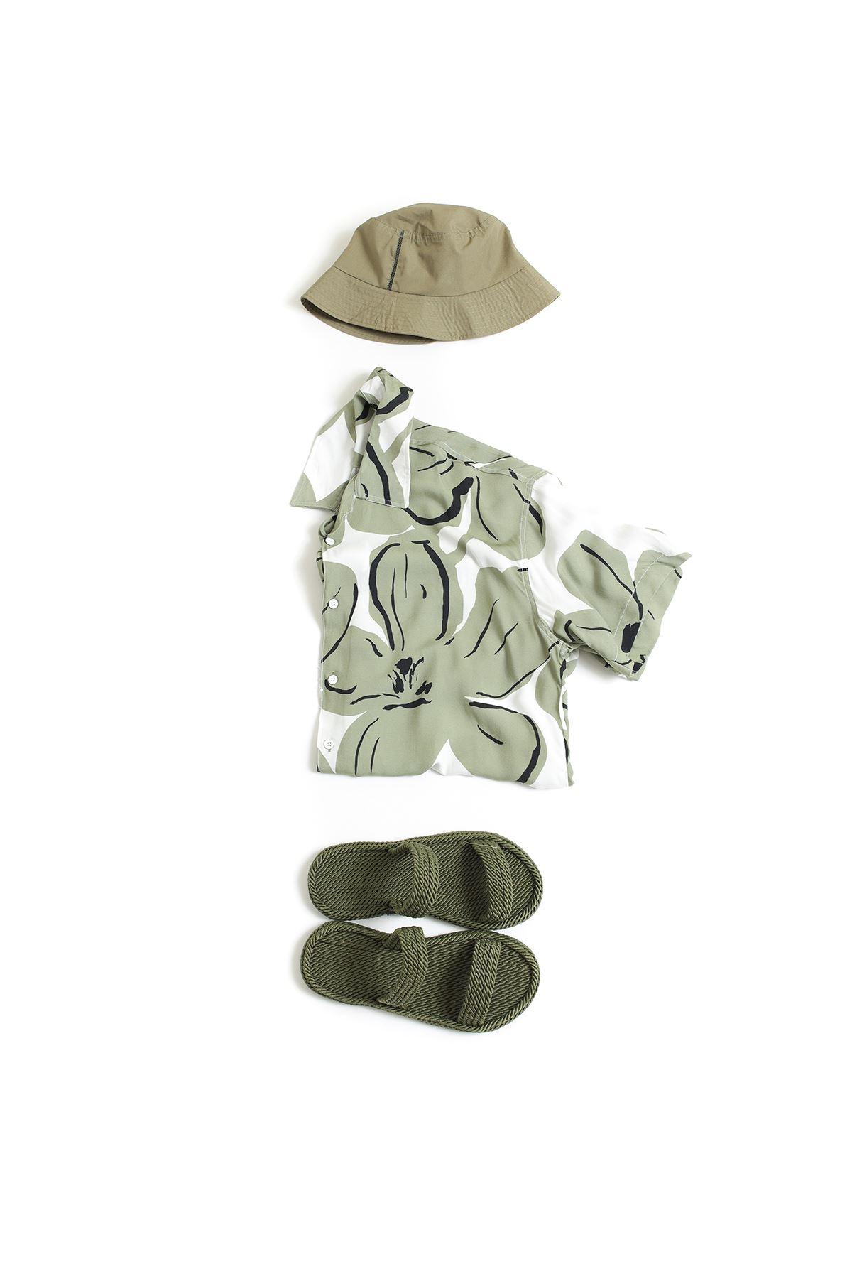 Safari Haki Terlik Yeşil Çiçek Desenli Gömlek Kombin