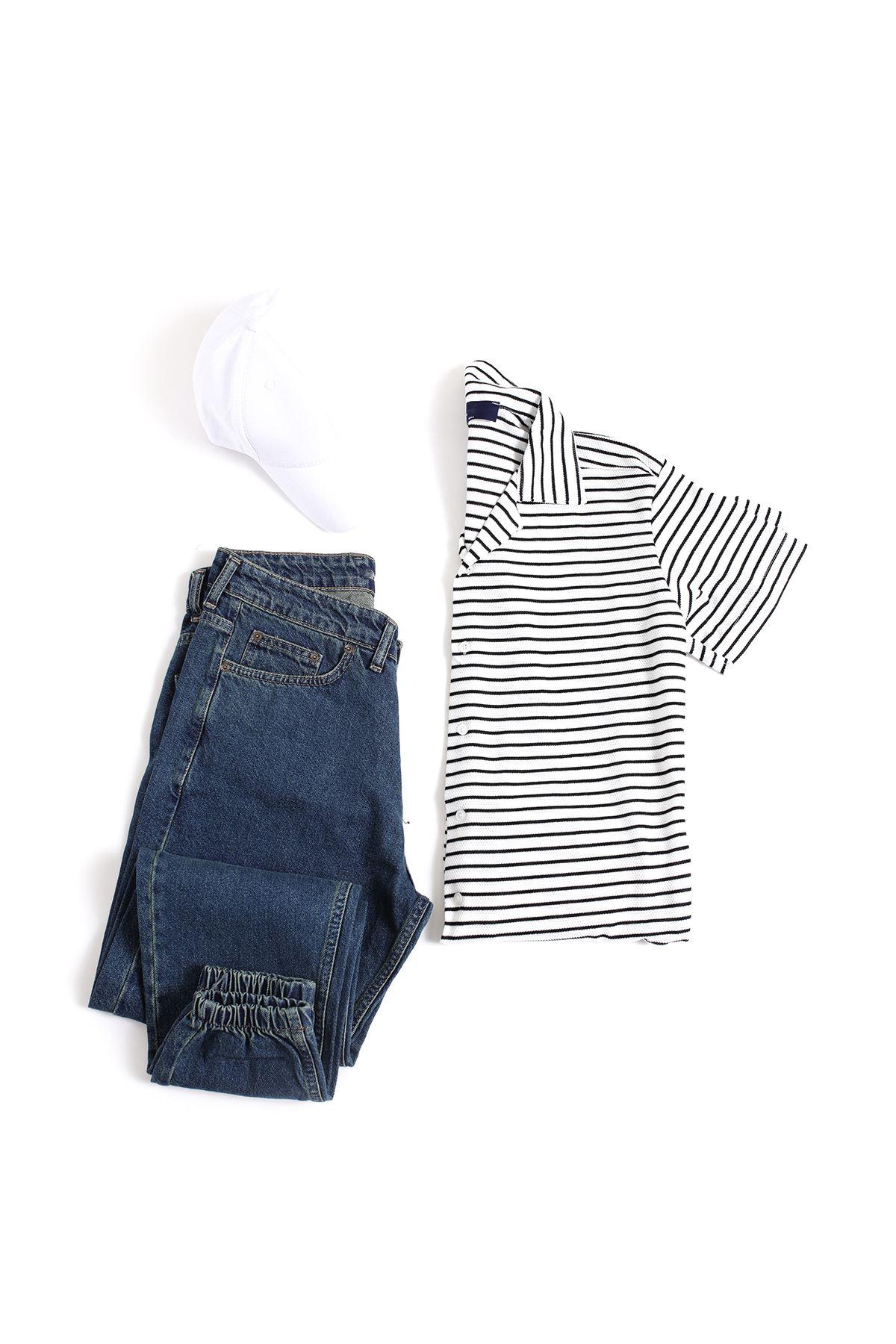 Siyah Çizgili Beyaz Triko Gömlek Lacivert Boyfriend Kot Kombin