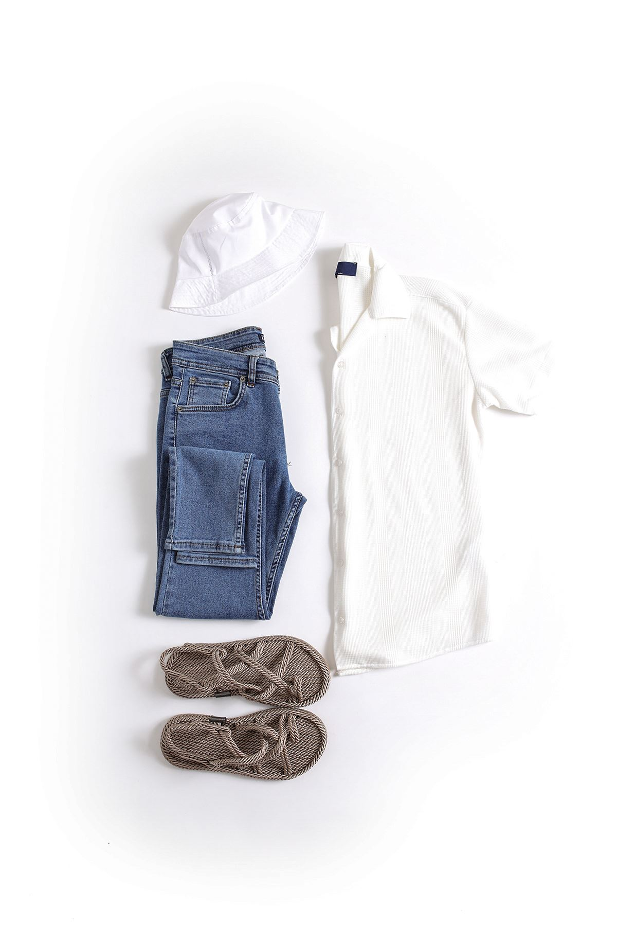 Beyaz Triko Gömlek Mavi Skinny Kot Kombin